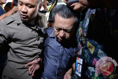 KPK tahan lima tersangka suap PN Kepahang