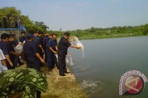 Bupati tebar ribuan benih ikan perairan umum