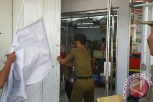 Pol PP Sleman tutup tujuh toko modern