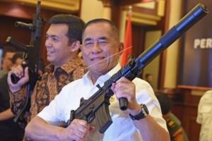 Menhan : Alutsita TNI gunakan produk dalam negeri
