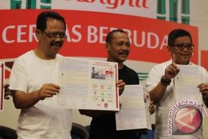 Pilkada 2017 - Imam-Fadli bersihkan alat peraga kampanye Pilkada Yogyakarta
