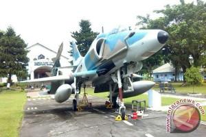 Pesawat Sky Hawk Kembali ke warna asal