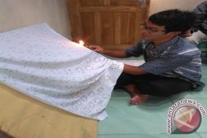 Warga Bantul kembangkan motif batik dengan api