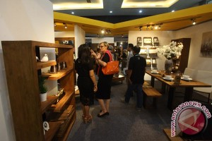 Pengunjung Pameran Furniture