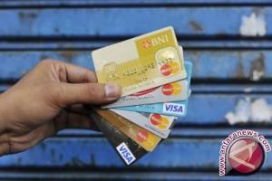 Pengamat: transaksi non-tunai lebih aman