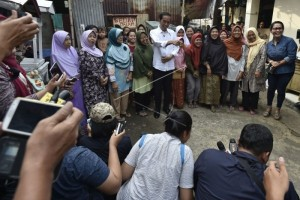"""Jokowi """"blusukan"""" ke pemukiman padat Jakarta"""