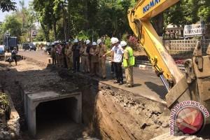 Yogyakarta intenfiskan pelumpuran drainase antisipasi genangan