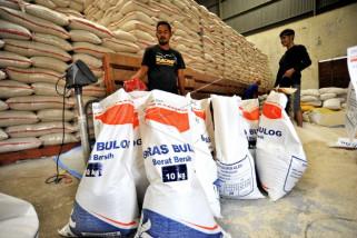 Bulog siap serap beras dengan harga komersil