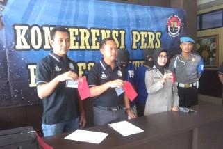 Polres tangkap tersangka pemalsuan dokumen rental mobil