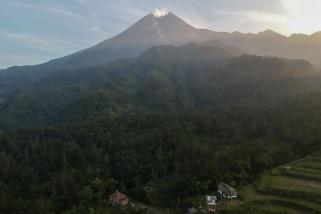 Cuaca cerah menyelimuti Gunung Merapi
