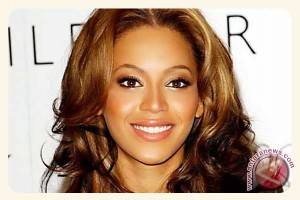 Wow! Beyonce Kenakan Kimono Seharga Rp290 Juta
