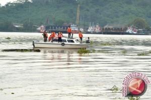 Pencarian Korban Kapal Tenggelam Terpaksa Dihentikan Akibat Gelombang Tinggi