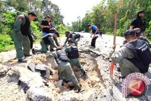 Pengemudi Alat Berat Excavator tak Sengaja Temukan Bom Peninggalan PD II