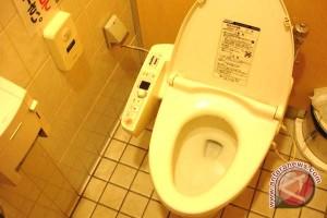 Ingat! Jangan Pakai Ponsel Di Toilet Kalau Tidak Ingin Seperti Ini