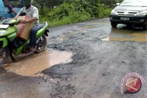 Perusahaan Swasta Diminta Perbaiki Kerusakan Jalan