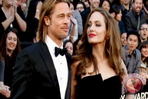 Angelina Jolie Menahan Air Mata, Usai Buka Suara Perceraiannya Dengan Brad Pitt