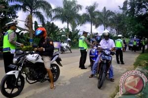 Nah! 2 Kendaraan Bernopol Thailand Melintas di Jalur Puncak-Cipanas