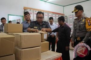 Bupati Sukamara Buka Box Surat Suara Pilgub Kalteng