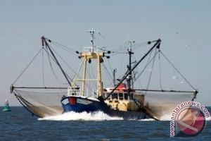 Waduh! Langgar Jalur Penangkapan Ikan, Dua Kapal Cumi-Cumi Diamankan