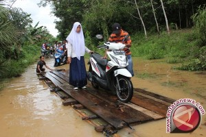 Bupati Barsel Imbau Masyarakat Waspada Banjir