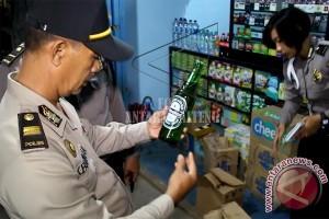 Polisi Amankan Ribuan Botol Minuman Beralkohol
