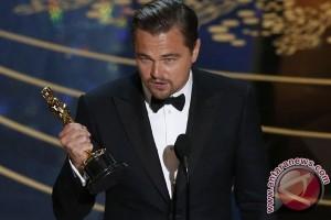 Leonardo DiCaprio Kembalikan Piala Oscar Marlon Brando, Kenapa Ya?