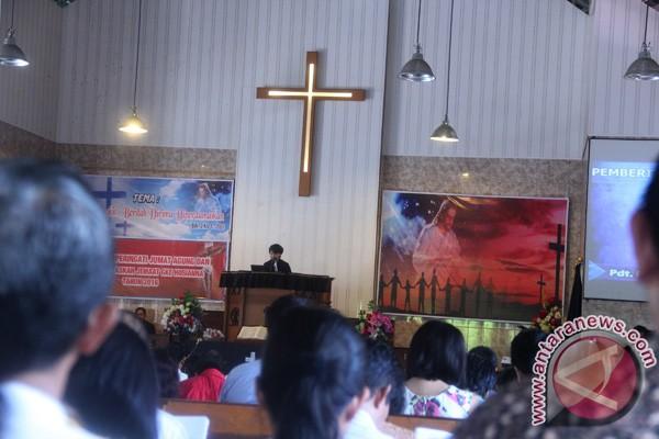 Salut! Rektor IAIN Ceramah Toleransi Di Gereja Kristen Sulawesi Tengah