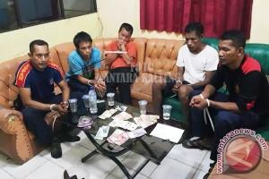 Nah! Polisi Seruyan Tangkap 14 Warga Sedang Berjudi