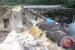 Penahan Embung Desa Sababilah Barito Selatan Jebol