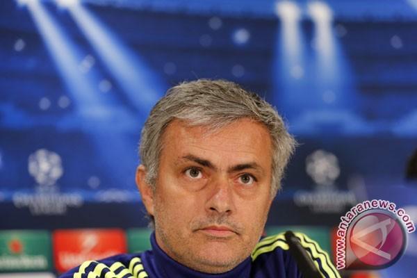 Mourinho tak Perlu Cari Kambing Hitam, Kata Manajer Ajax Amsterdam Peter Bosz