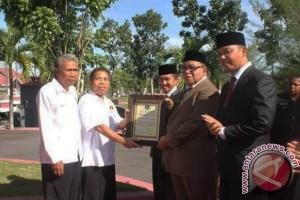 Pemkab-DPRD Sukamara Terima Penghargaan Dari PWI Pusat