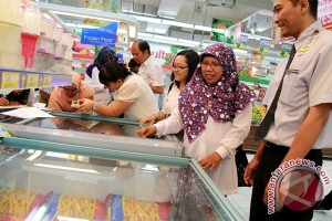 Pemkot Palangka Raya Temukan Makanan Kedaluwarsa Di Swalayan TB dan Hypermat