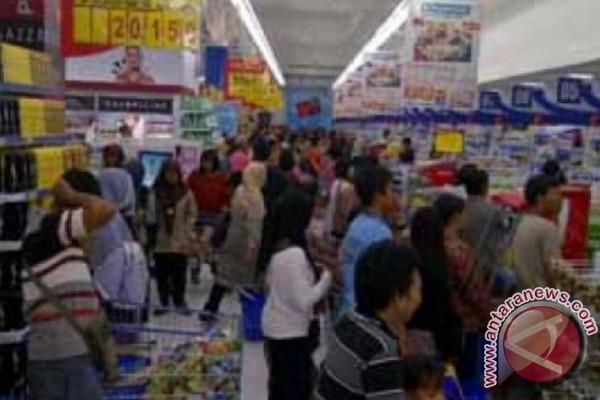 Warga Palangka Raya Padati Pusat Perbelanjaan