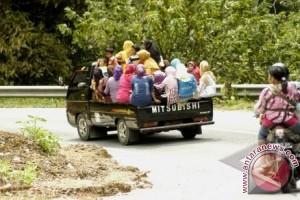 Polisi Siap Beri Sanksi Kendaraan Bak Terbuka Bawa Penumpang