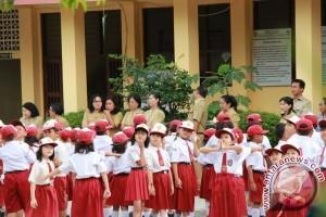 Hari Pertama Masuk Sekolah, Sejumlah ASN Pemprov-Pemkot Antusias Antarkan Anak Sekolah