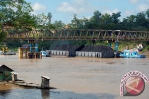 Tongkang Bisa Lewati Bawah Jembatan Muara Teweh