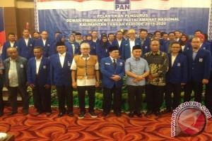 Ketum PAN Zulkifli Hasan Lantik Darwan-Diran Pimpin PAN Kalteng