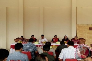 Pasangan Calbup Barsel Farid Yusran - Sukanto Silaturahmi Dengan Tim Kampanye