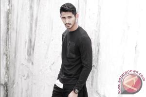 Mengenal Lebih Dekat  Ryan Karsten Model Indonesia Yang Mulai Melebarkan Sayap (video)