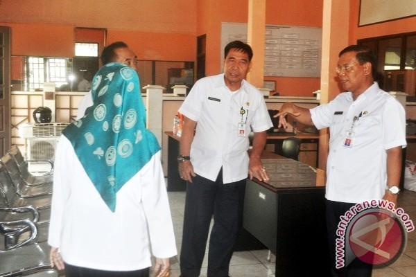 Pejabat Bersiap Tempati Kantor Baru, Sekda Barut Pantau Perpindahan Gedung Dinas
