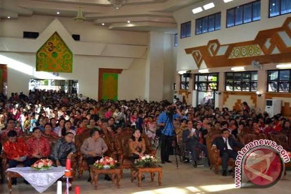Ribuan Warga Hadiri Natal Bersama PDIP Kalteng di Buntok