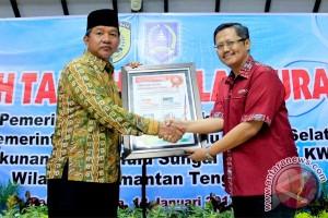 Wali Kota Terima Penghargaan