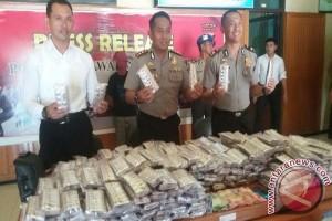 Polisi Tangkap 2 Pria Pengedar Ratusan Zenith Di Sampit