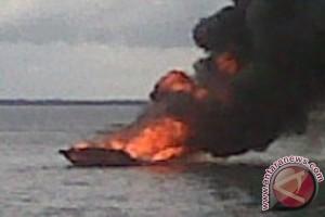 Perahu Bawa BBM Terbakar, Dua Awak Masih Dicari