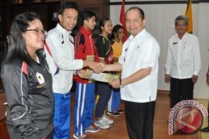 Pelajar Berpretasi Olahraga Dapat Penghargaan dan Bonus dari Bupati Kapuas