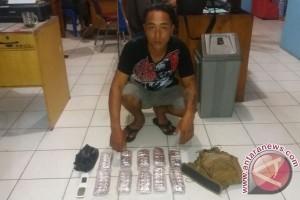 Simpan 400 Zenith Dalam Tas, Bob Ditangkap Polisi