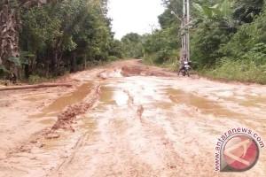Jalan Hayaping - Patung Rusak, Warga Harapkan Perbaikan Dari Pemerintah