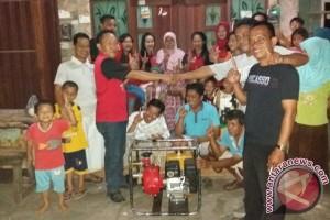 Pasangan Faris Berikan Bantuan Pompa Air ke Warga