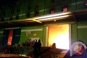 Gudang Bahan Makanan Dan Peralatan Rumah Tangga Di Sampit Habis Terbakar