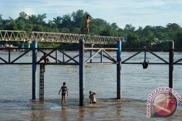 Debit Sungai Barito Naik, Tongkang Dilarang Berlayar